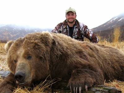 b2ap3_thumbnail_Billy-with-a--brown-bear-from-SW-Alaska_20130502-163635_1.JPG